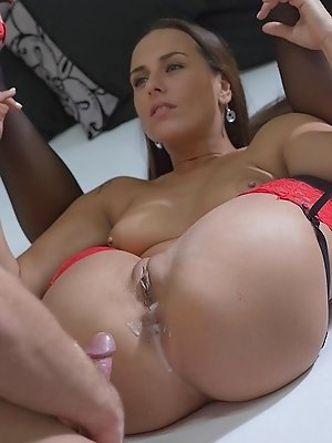 Free massive dildo insertion movies